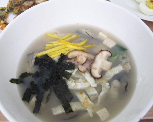 Glimpses of Seollal: Ddeokguk