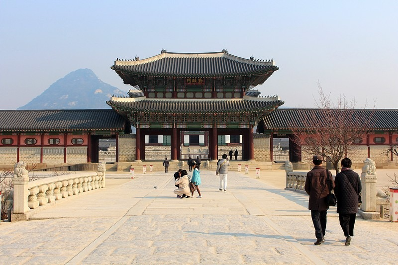 Gyeongbokgung Palace: A Step By Step Guide To Missing The Crowds